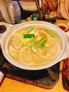 食べ物,ディナー,屋内,うどん,テーブル,皿,カップ,箸,レストラン,料理,麺,中華料理,ラーメン,麻婆豆腐,めんつゆ,だし,株式,アジアのスープ
