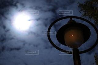 自然,風景,空,雲,暗い,ランプ,月,照明,明るい,街路灯