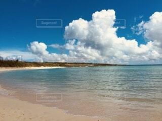白い砂のビーチの写真・画像素材[4782850]