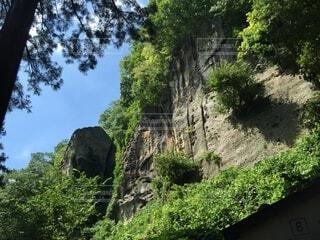 自然,風景,空,屋外,雲,道路,田舎,山,観光,家,樹木,岩,道,崖,旅行,洞窟,山寺,山形,草木,がけ