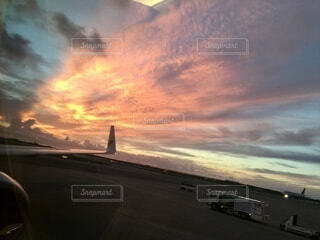 空,屋外,太陽,雲,夕暮れ,飛行機,旅行,旅,空港,離陸,出発,車両