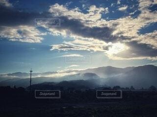 自然,風景,空,街並み,屋外,太陽,雲,静寂,晴れ,カーテン,霧,山,日差し,日の出,早朝,陽光,くもり,景観,日中