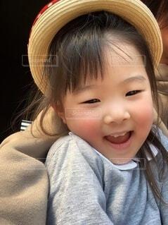 女性,子ども,風景,自撮り,髪,帽子,女,少女,人物,麦わら帽子,人,笑顔,赤ちゃん,服,グレー,アップ,幼児,少年,コーディネート,girl,コーデ,幼稚園,4歳,5歳,娘,保育園,幼少期,ロング,にっこり,笑う,3歳,幼い,woman,長髪,赤子,年長,幼女,少し,年中,子ども園,人間の顔