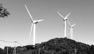 空,屋外,モノクロ,風車,山,レトロ,丘,風,景観,山腹,風力タービン,タービン
