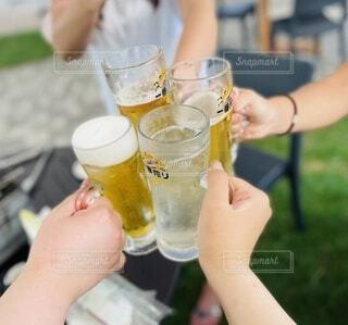 夏,屋外,ジュース,人物,人,ビール,カップ,カクテル,乾杯,飲み会,BBQ,ビアガーデン,飲料,飲む,レモンサワー,ビールグラス,アルコール飲料,ソフトド リンク