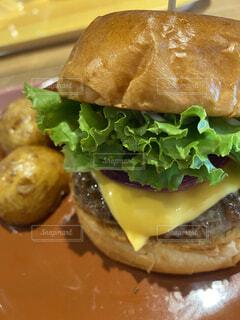 食べ物,ハンバーガー,チーズ,食品,フライドポテト,パテ,ファストフード,チーズバーガー,野菜バーガー,アメリカンフード,朝食ロール