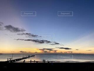 風景,海,空,屋外,太陽,ビーチ,雲,水面,桟橋,日の出