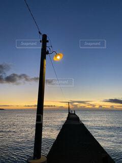 海,空,屋外,湖,ビーチ,雲,ボート,夕暮れ,船,水面