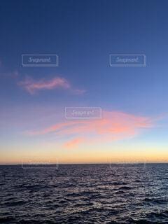 海,空,屋外,湖,雲,夕焼け,夕暮れ,水面,sunset,サンセット,マジックアワー,ピンク空