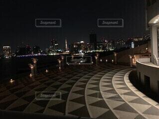 空,建物,夜,夜景,都会,高層ビル,埠頭,明るい