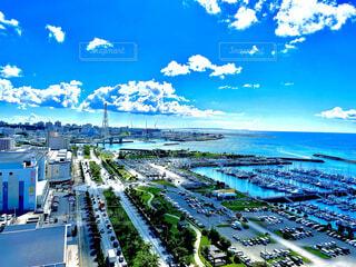 風景,空,夏,屋外,ビーチ,雲,ボート,青空,晴天,青,車,船,水面,沖縄,高層ビル,okinawa,夏空,日中,高層階