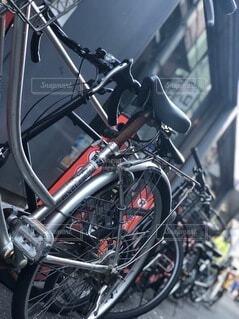自転車,屋外,タイヤ,路地裏,エモい,スポーツ用品,陸上車両,自転車のタイヤ
