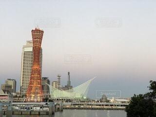 自然,空,建物,夜景,屋外,夕暮れ,船,川,水面,夕方,タワー,都会,旅行,高層ビル,神戸,無加工
