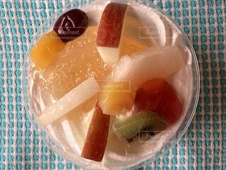 フレッシュフルーツのせ生クリームケーキの写真・画像素材[4818945]
