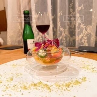 食べ物,ディナー,屋内,テーブル,皿,食器,ワイン,ボトル,グラス,ドリンク,シャンパングラス,ワイングラス