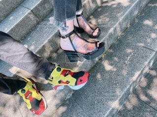 靴,階段,サンダル,足元,足,木漏れ日,スニーカー,お出かけ,タトゥー,おきにいり