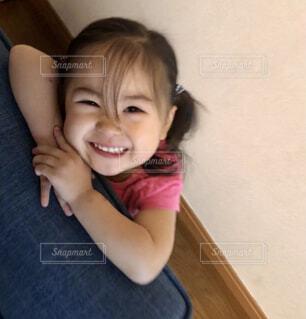 子ども,風景,屋内,少女,人物,壁,人,笑顔,赤ちゃん,幼児,少し,人間の顔