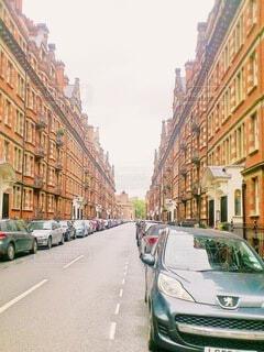 風景,空,建物,街並み,屋外,きれい,綺麗,車,道路,ヨーロッパ,オレンジ,家,都会,オシャレ,道,旅行,イギリス,歩道,アパート,思い出,通り,異国,英国,車両,駐車,外車,おしゃれ,上手い,縦列
