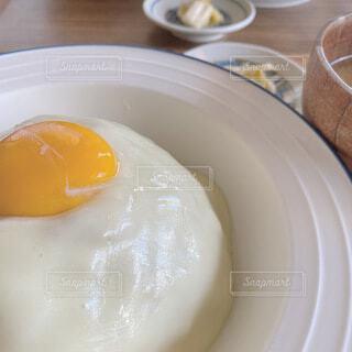 食べ物,カフェ,テーブル,チーズ,味噌汁,卵,料理,キーマカレー,卵黄