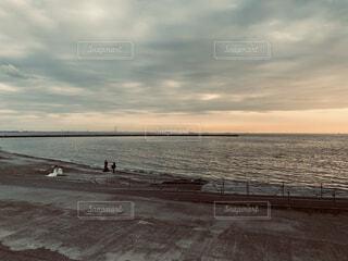 風景,海,空,屋外,湖,ビーチ,雲,砂浜,水面,海岸,結婚式,結婚,ウエディング,くもり,撮影会,ウエディングドレス