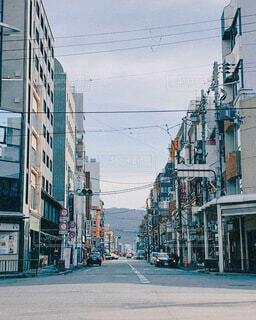 空,建物,街並み,屋外,京都,車,道路,都会,道,旅行,渋い,通り,車両,日中,エモい