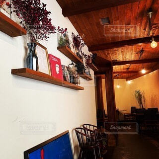 カフェ,屋内,木,かわいい,ライト,家,椅子,テーブル,オシャレ,壁,家具,可愛い,レストラン,cafe,お洒落,おしゃれ,コーヒー テーブル