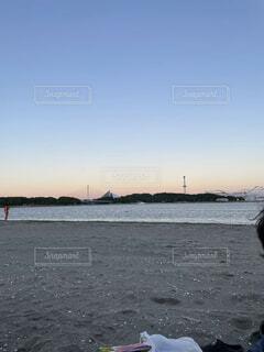 海,空,屋外,湖,ビーチ,夕暮れ,船,水面,海岸,灯台,空 きれい 落ち着く