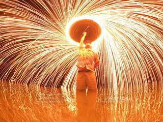 海,夏,夜,花火,海辺,沖縄,宮古島,リフレクション,明るい,思い出,ダンス