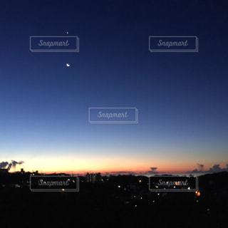 夜明け前の空の写真・画像素材[1862100]