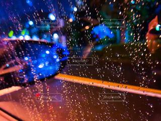 夜,雨,水滴,車窓,明るい,帰り道,雨粒
