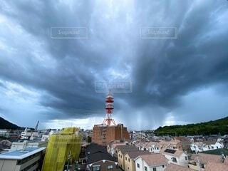 風景,空,建物,雨,屋外,雲,自然現象,ゲリラ豪雨