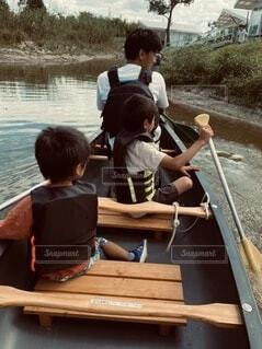子ども,風景,屋外,湖,水面,人物,人,幼児,少年,木目,水上バイク,パーソン