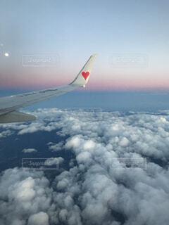 空,夏,絶景,屋外,かわいい,雲,綺麗,飛行機,飛ぶ,美しい,ハート,旅行,旅,翼,空中,恋愛,恋,航空機,占い,夢,グラデーション,儚い,空気,フライト,羽ばたく,空の旅,航空,淡い,美しい空