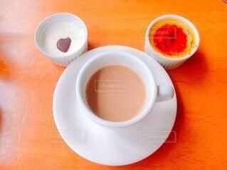 食べ物,コーヒー,屋内,テーブル,スプーン,皿,食器,カップ,紅茶,ボウル,コーヒー カップ,受け皿