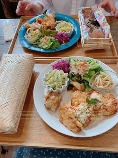 食べ物,食事,フード,テーブル,野菜,皿,サラダ,ファストフード,飲食