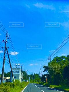 空,屋外,雲,青空,青,樹木,車窓,ドライブ,通り,秋空,日中