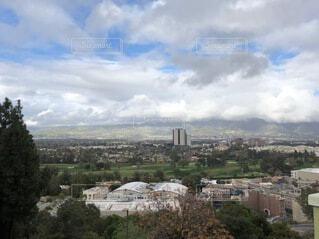 空,建物,屋外,雲,山,丘,家,タワー,高層ビル,眺め