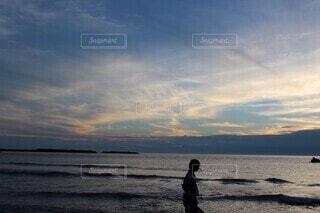 自然,海,空,夏,屋外,ビーチ,雲,夕暮れ,花火,水面,海岸,人物,人,浴衣