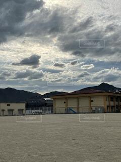風景,空,建物,屋外,雲,山,家,くもり