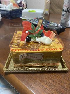 食べ物,ケーキ,屋内,デザート,テーブル,キャンドル,誕生日,誕生日ケーキ,菓子,デコレーションケーキ,シュガーケーキ,ウエディング ケーキ,トルテ