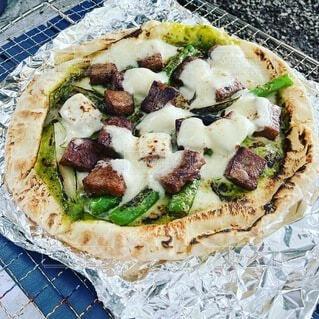 食べ物,屋外,チーズ,キャンプ,食品,肉,料理,ファストフード,キャンプ飯,ピザ