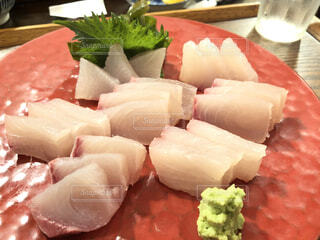 食べ物,屋内,和食,美味しい,刺身,生魚,わさび,鮮魚,定食屋,赤い皿