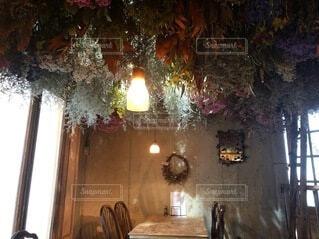 カフェ,ランチ,屋内,ドライフラワー,テーブル,壁,家具,照明,洋食,レストラン,ダイニング,装飾,明るい,カフェレストラン