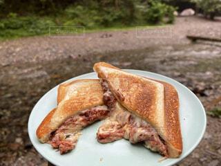 食べ物,屋外,パン,皿,チーズ,キャンプ,ホットサンド,ファストフード,キャンプ飯,コンビーフ,ターキー,明太マヨ