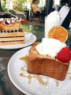 食べ物,風景,ケーキ,テーブル,皿,甘い,おいしい,ホイップクリーム,パン屋さん,誕生日ケーキ,菓子,レシピ,酪農,物,スポンジケーキ,ペストリー,冷菓,バタークリーム,ベーキング,トルテ