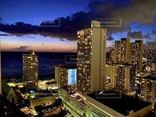 ワイキキビーチとビルの写真・画像素材[4817185]
