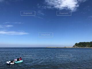 海,空,屋外,湖,ビーチ,雲,ボート,船,水面
