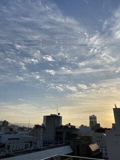 風景,空,建物,夕日,夜景,ビル,屋外,雲,夕暮れ,景色,都会,外,高層ビル,夕陽,くもり,日中