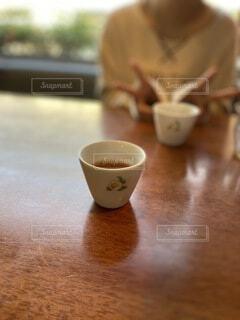 カフェ,コーヒー,朝食,屋内,テーブル,スプーン,茶碗,マグカップ,食器,カップ,エスプレッソ,紅茶,おいしい,ピース,ドリンク,デート,ホット,カフェイン,茶屋,飲料,ほうじ茶,ティーポット,インスタントコーヒー,土器,ボウル,食器類,セラミック,磁器,受け皿,たんぽぽコーヒー