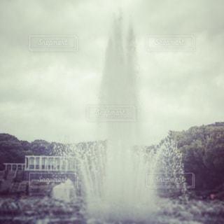 公園の大きな噴水の写真・画像素材[2905863]
